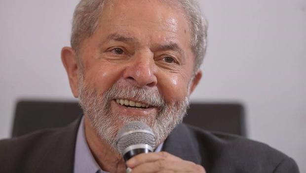 Juiz federal libera passaporte do ex-presidente Lula