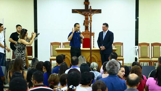 Marconi dedica domingo de carnaval às celebrações e encontros da fé cristã em Goiás