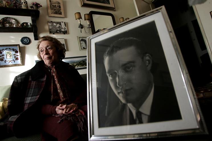 Morre escritora portuguesa que foi ponte pra brasileiro ler literatura russa
