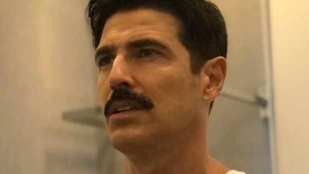 Reynaldo Gianecchini surpreende ao aparecer pelado em ensaio