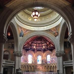 Altar-mor da Memorial Church, capela dos Anjos, Stanford, Califórnia.