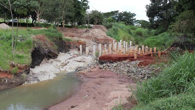 Moradores reclamam de atraso na obra de recuperação do lago do Parque Cascavel