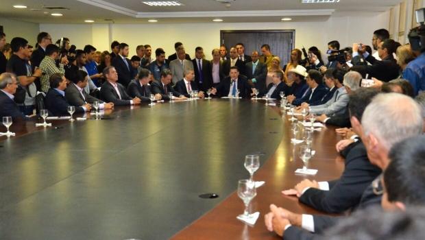 Marconi e Zé Eliton assinam protocolo para instalação de mais de 20 empresas em Goiás