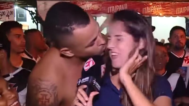 Repórter ganha beijo na boca ao vivo e faz desabafo contra abuso. Veja vídeo