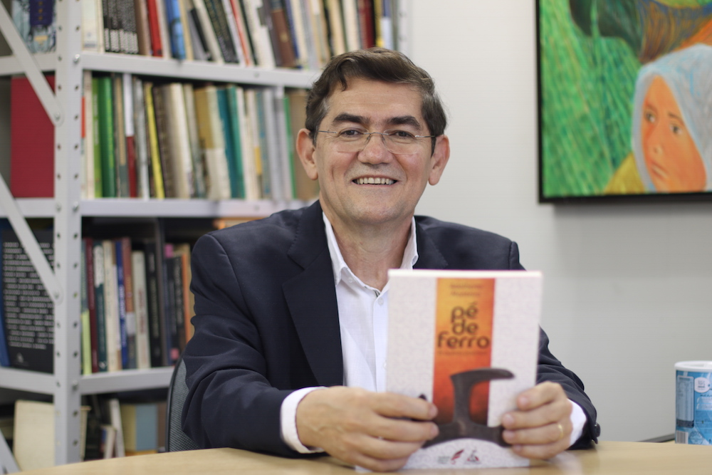Adalberto Monteiro lança quarto livro de poesia