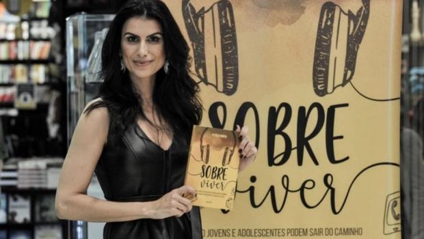 Cleisla Garcia, repórter da TV Record, lança em Goiânia livro sobre suicídio