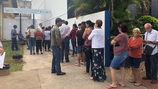 Idosos e servidores encontram filas menores para vacinação contra H1N1 nesta 5ª-feira