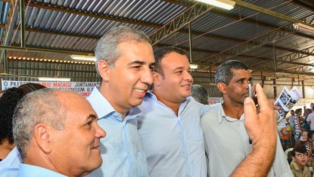 Em Itapaci, José Eliton entrega R$ 233 mil em benefícios para cidade