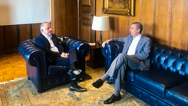 José Eliton discute parceria com governo de SP para UEG oferecer cursos à distância