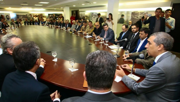 Na primeira reunião com secretariado, Zé Eliton pede que auxiliares olhem para os cidadãos