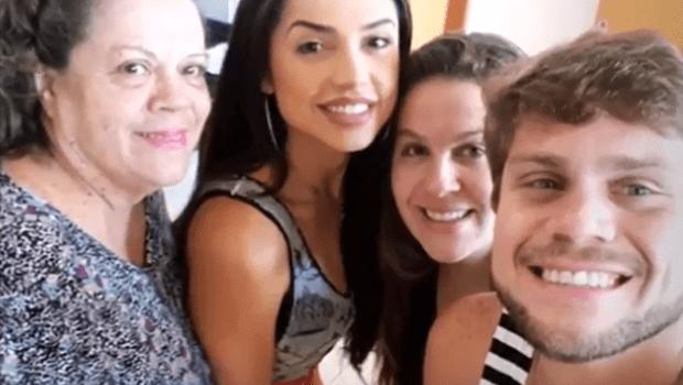 Ex-BBB Paula curte fim de semana com Breno em Goiânia. Veja vídeos