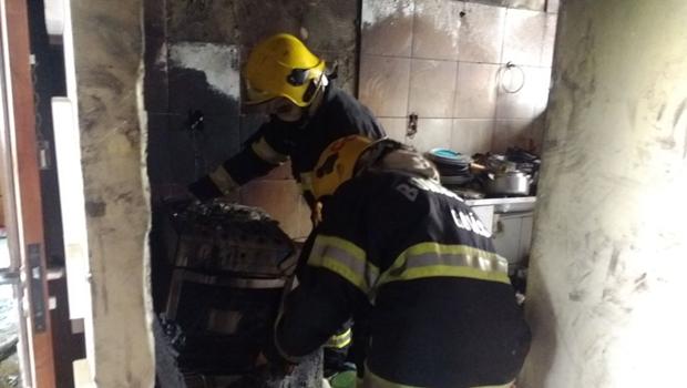 Mulher sofre queimaduras de 3º grau em incêndio em Goiânia