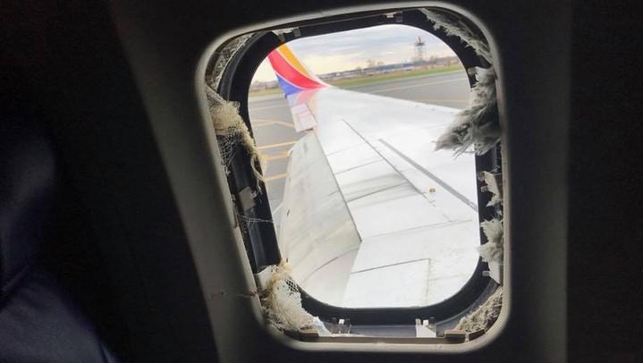Mulher morre após ter parte do corpo sugada por janela de avião