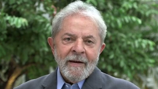 """Lula diz que sairá da prisão """"fazendo luta"""" e planeja grande pronunciamento à nação"""