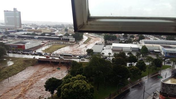 Após fortes chuvas, Marginal Botafogo tem novos trechos de interdição