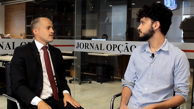 """Especialista em direito digital diz que educação é arma para combater """"fake news"""""""