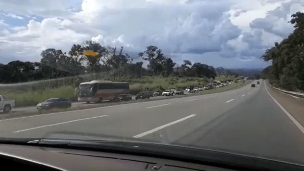 Motoristas enfrentam congestionamento no retorno do feriado em Goiás