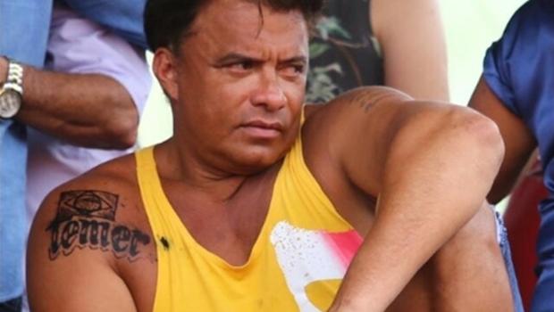 Deputado Wladimir Costa agride homem após pergunta sobre tatuagem de Temer