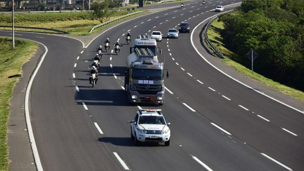 Forças de segurança começam a escoltar caminhões em Goiás