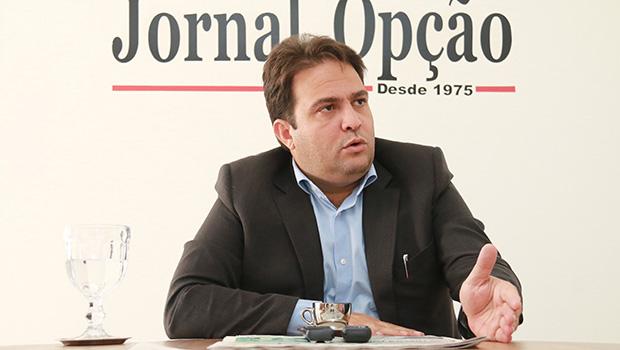 Roberto Naves anuncia verba extra para socorrer Santa Casa de Misericórdia de Anápolis