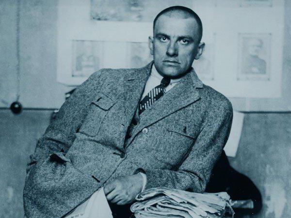 Revolução Russa de Stálin devorou o poeta Maiakóvski