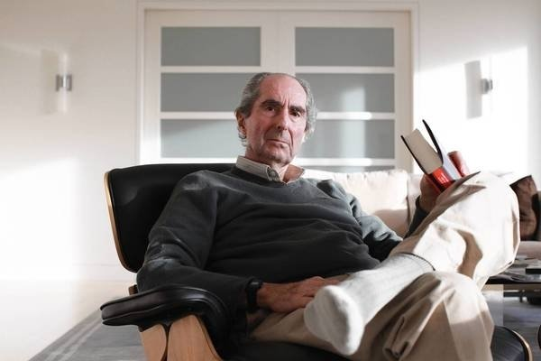 O primeiro parágrafo de 10 romances de Philip Roth