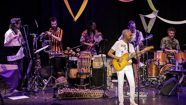 Gilberto Gil se apresenta no Bananada. Confira programação desta sexta-feira (11)