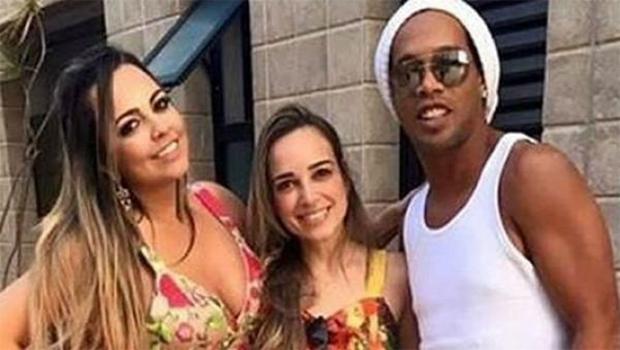 Após fim de relacionamento, Ronaldinho Gaúcho bloqueia cartões de ex-noivas