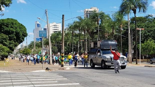 Manifestação contra corrupção deixa trânsito lento em Goiânia