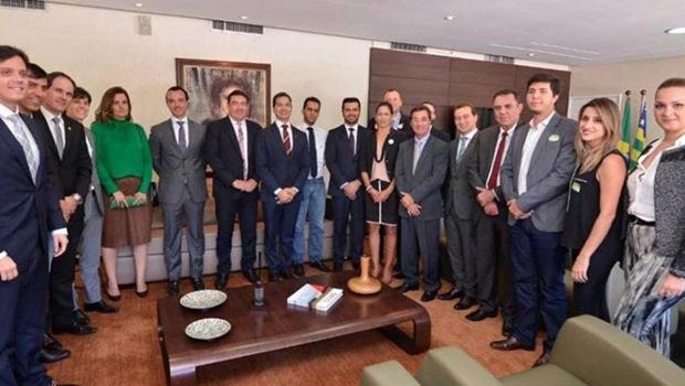 Vitti discute piso salarial com grupo de advogados e Pedro Paulo Medeiros