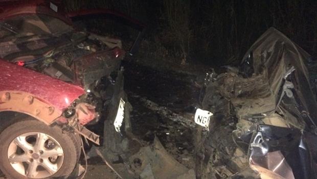 Acidente na GO-327 deixa uma pessoa morta e quatro feridas