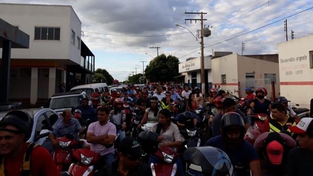 Para abastecer, motoristas enfrentam longas filas em postos de combustíveis de Goiás