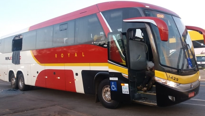 PM e dois assaltantes morrem durante tentativa de assalto a ônibus, em Luziânia