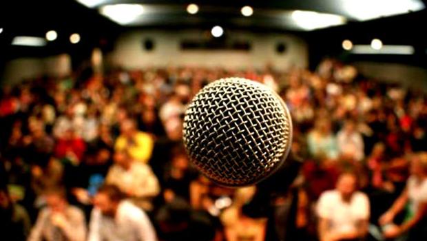 Cantora gospel não comparece a show e é acusada de dar calote em Igreja