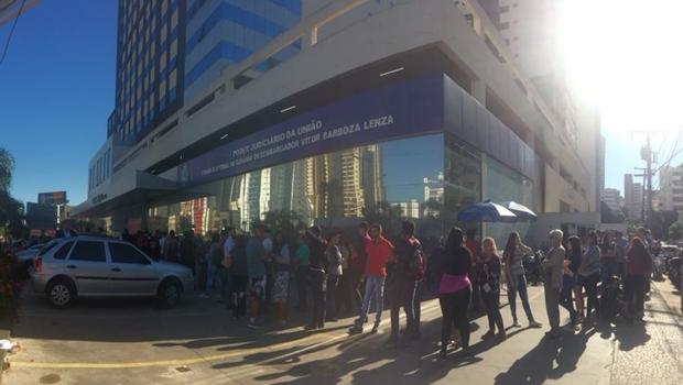 Goianienses fazem fila em último dia para regularizar título de eleitor