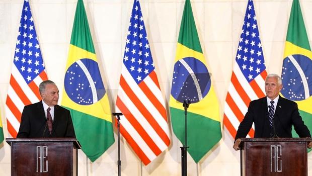 """""""Se não têm condições de imigrar legalmente, não venham"""", diz Pence a brasileiros"""