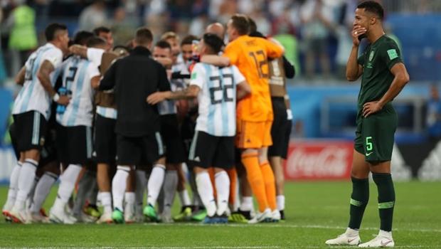 Em jogo sofrido, Messi marca e ressuscita a Argentina na Copa