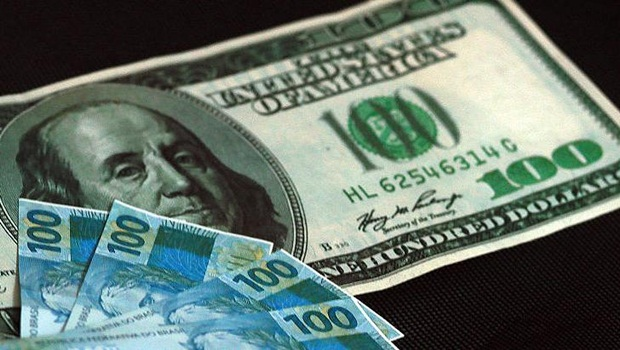 Dólar dispara e impacta importações e exportações brasileiras