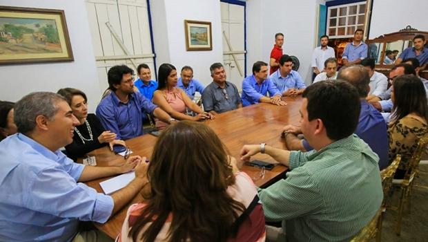 Prefeitos da base e da oposição fecham apoio à reeleição de José Eliton