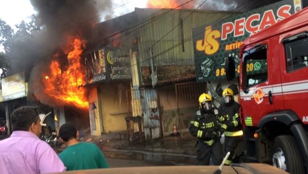 Incêndio atinge loja de autopeças em Goiânia