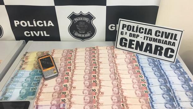 De tornozeleira eletrônica, homem é preso vendendo notas falsas