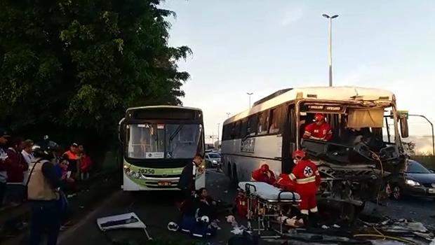 Acidente na BR-153 deixa vários feridos e causa congestionamento de até 10 km