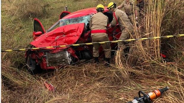 Dois homens morrem após grave acidente na GO-164