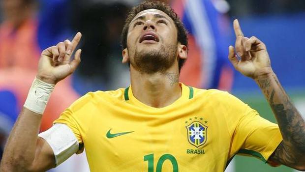 Neymar chora ao participar de quadro do Caldeirão do Huck deste sábado (9)