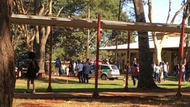 Alunos da UFG retomam atividades após ameaça de atentado
