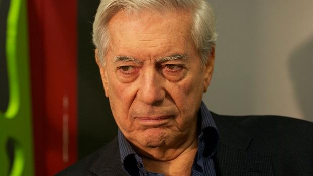 Escritor Mario Vargas Llosa é internado em Madri após sofrer queda