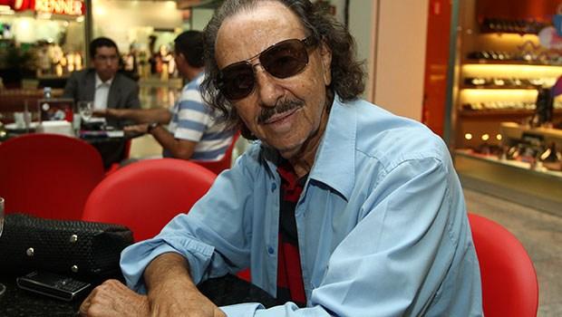 Escritor Miguel Jorge está internado. Com pneumonia