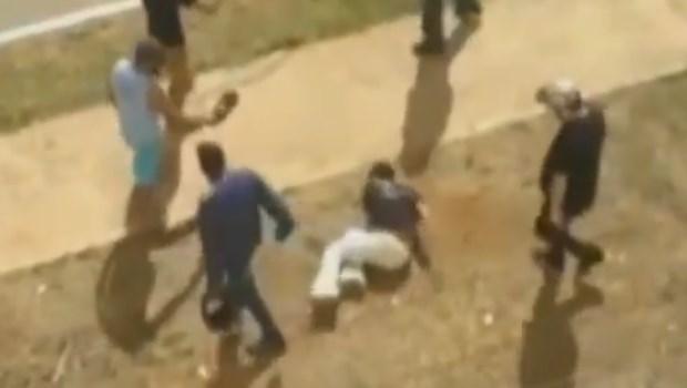 Vídeo mostra suposto assaltante sendo espancado por população em Goiás