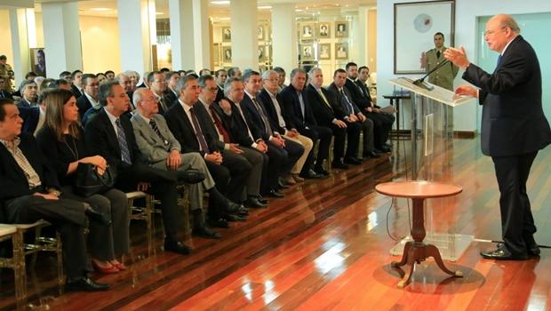 José Eliton discute com equipe de governo medidas para seguir regras da legislação eleitoral