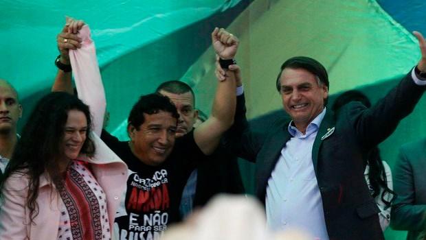 """Fala da Janaína foi espetacular. Ela é linda e perfeita"", diz aliado de Bolsonaro"